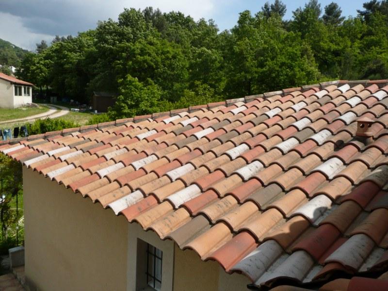 Les tuiles la couverture de votre charpente mat riaux for Materiaux toiture